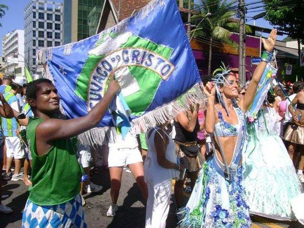 Cynthia Howlett, madrinha e porta-bandeira do Suvaco ©Divulgação