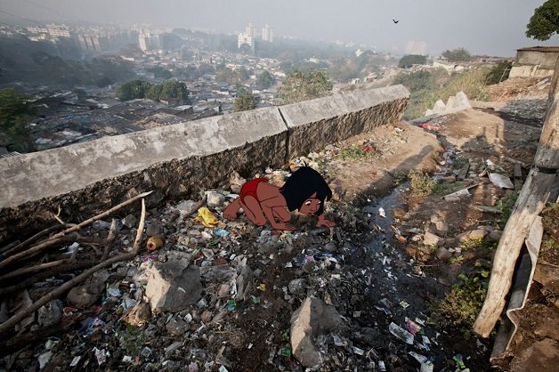 11/24/09 - Mumbai, Maharashtra India- Vashinaka slums near Chembur. Photo by Glen Cooper