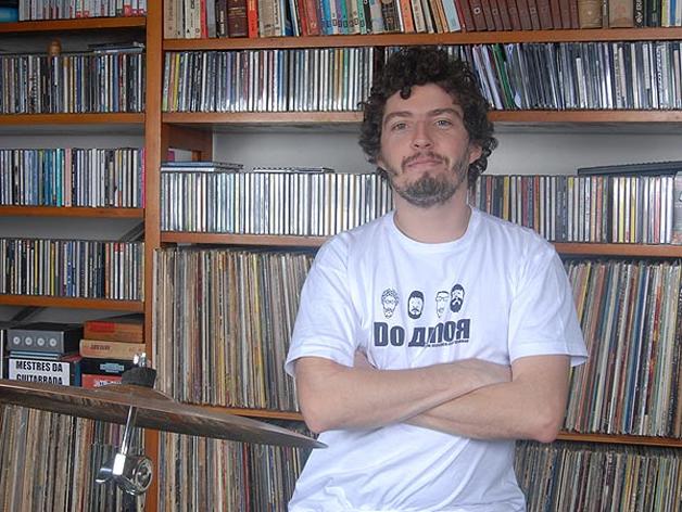 O baterista Marcelo Callado e sua coleção © Foto: Juliana Rezende