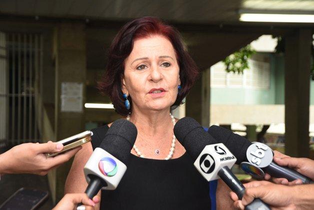 A Secretaria de educação Maria Cecília Amendola da Motta