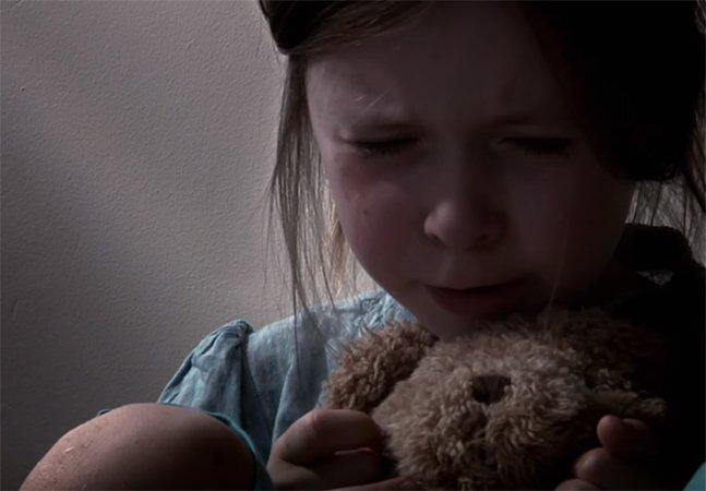 Menina de 8 anos escreve carta comovente para contar o que o álcool fez com sua família