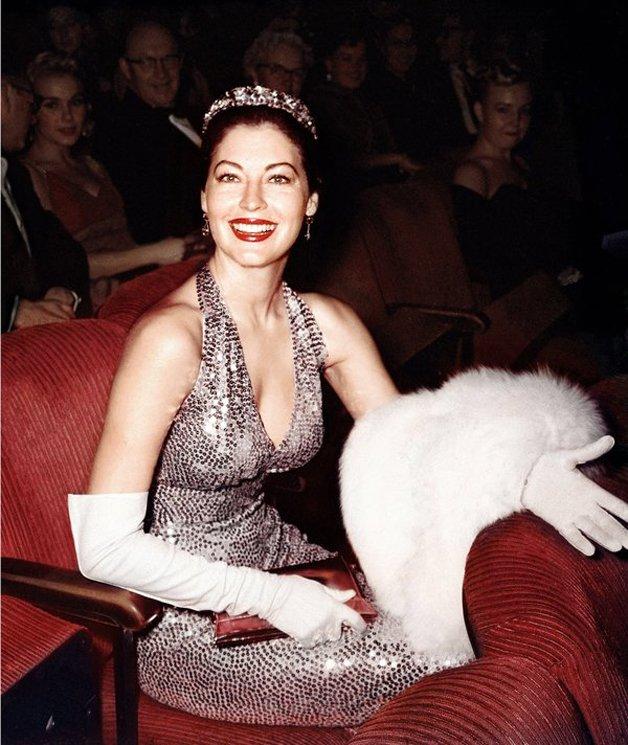 A exuberante Ava Gardner na platéia do prêmio em 1960