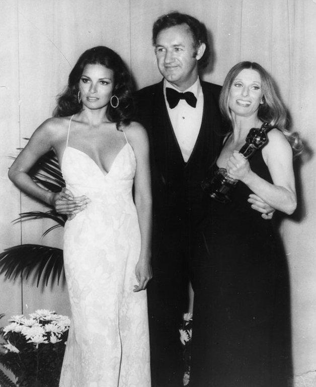 Raquel Welch, Gene Hackman e Cloris Leachman (com o prêmio de melhor atriz coadjuvante na mão, pelo filme A Última Sessão de Cinema), em 1972