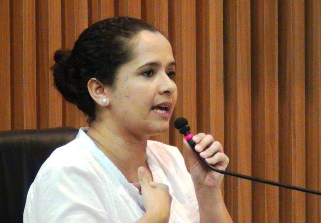 Vereadora cria projeto de lei para  equiparar salário de prefeito  e vereadores ao de professor