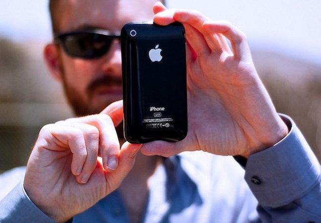 """App ajuda deficientes visuais  a """"enxergarem"""" o mundo  apenas apontando o celular"""