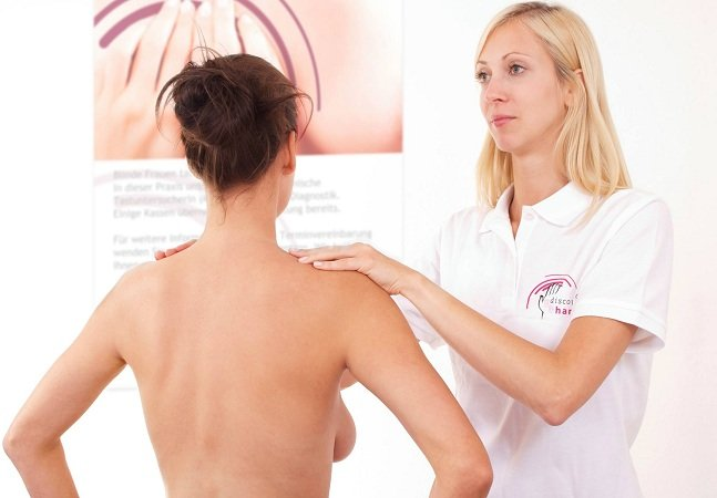 Pelo tato, pessoas com  deficiência visual podem ajudar  a detectar câncer de mama