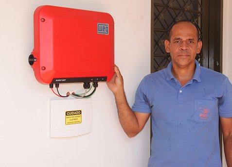 Brasileiro inova e instala sistema capaz de zerar sua conta de energia