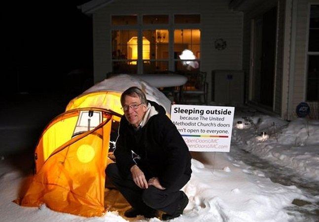 Pastor pretende dormir  175 dias ao relento, na neve,  em defesa da causa LGBT