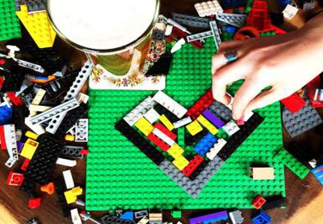 Um bar onde você pode brincar com  Lego enquanto toma umas e outras