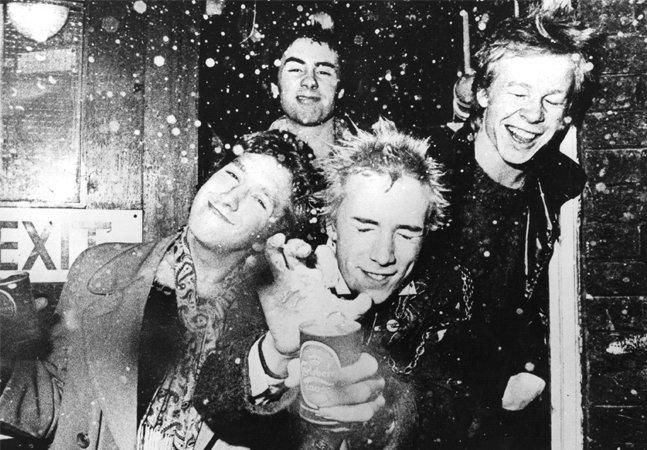 """Especial Hypeness: """"É preciso explodir  essa merda toda"""", diz 'herdeiro do punk'  sobre os 40 anos do movimento"""