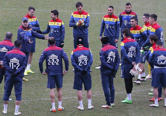 Seleção romena substitui números  da camisa por equações matemáticas  para incentivar educação infantil