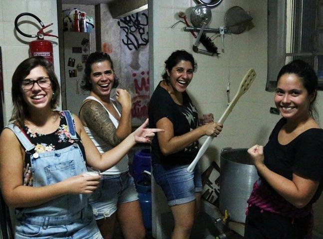 Mulheres se reuniram nesse sábado  pelo mundo todo para produzir  cerveja; veja como foi em SP