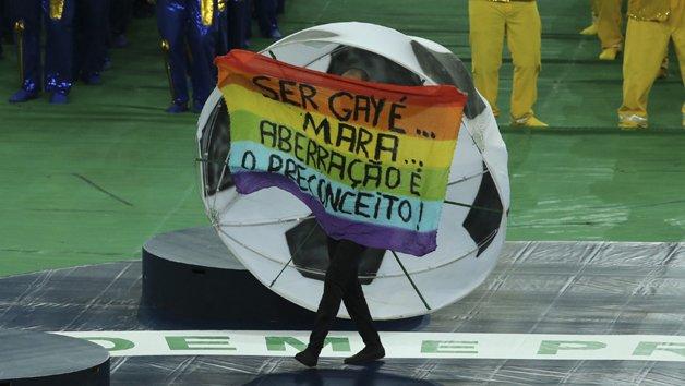 Protesto na festa de encerramento da Copa das Confederações, no Brasil, em 2014