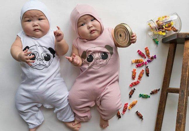Irmãs gêmeas prematuras fazem sucesso com suas poses adoráveis e divertidas