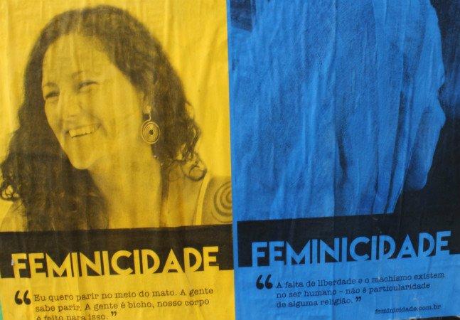 Coletivos espalham cartazes com  relatos de mulheres inspiradoras