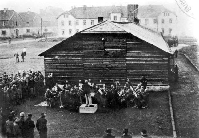 Esse pianista recuperou músicas  compostas num campo de concentração