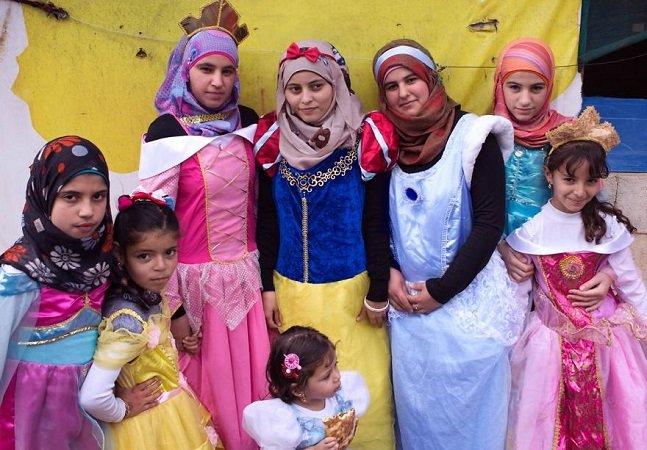 Artista Sírio fotografa meninas de seu país vestidas de princesas para acabar com estereótipos de terrorismo