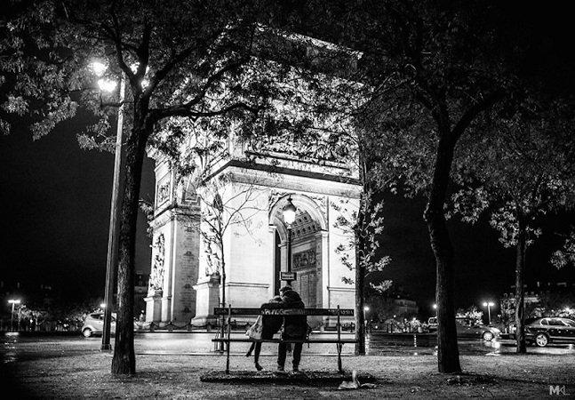 Pra todo mundo ver:  fotógrafo clica lindos momentos  de amor em espaços públicos