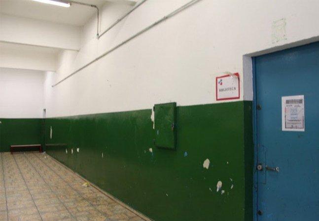 Alunos da periferia decidem  grafitar declaração dos direitos  humanos no muro da escola
