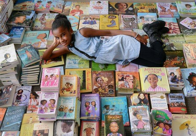 Menina de 11 anos cria campanha para reunir mil livros com protagonistas negras: e já conseguiu 4 mil!