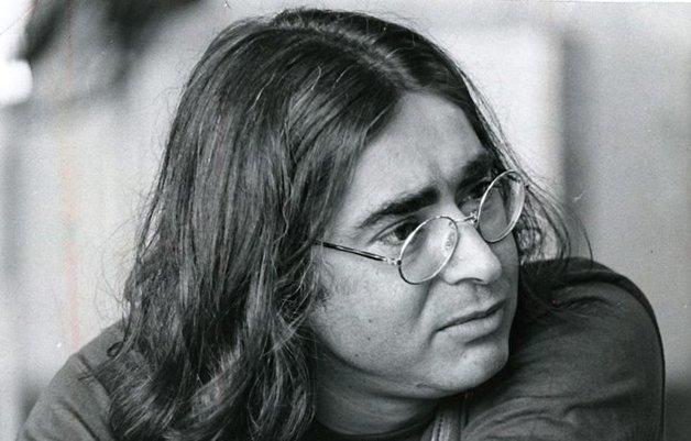 O poeta Cacaso, um dos participantes da antologia