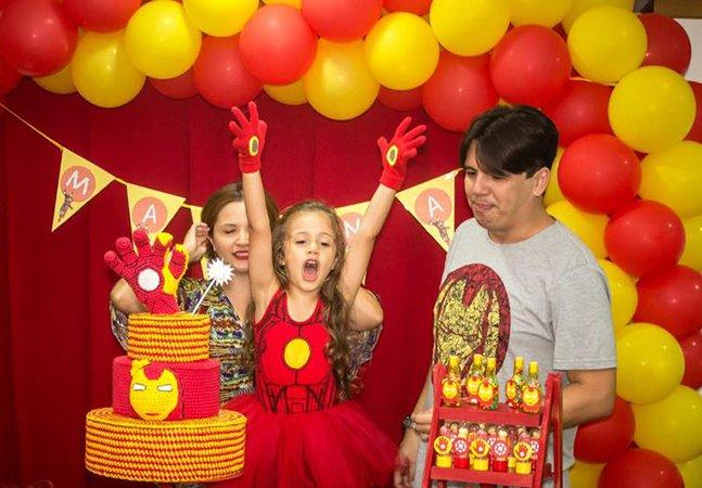 Menina de 4 anos tem festa inspirada em super-herói e vira símbolo de luta por igualdade de gênero