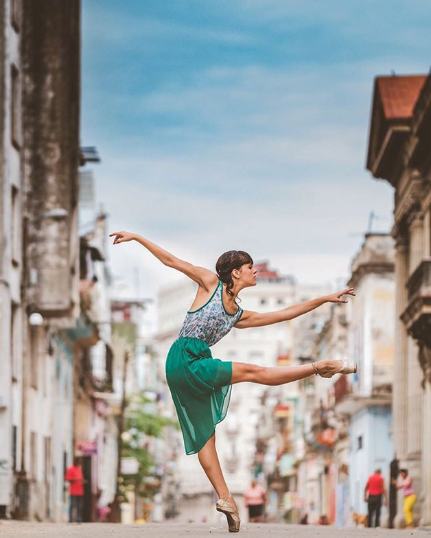 ballet-dancers-cuba-omar-robles-17-5714f5c5f1107__700