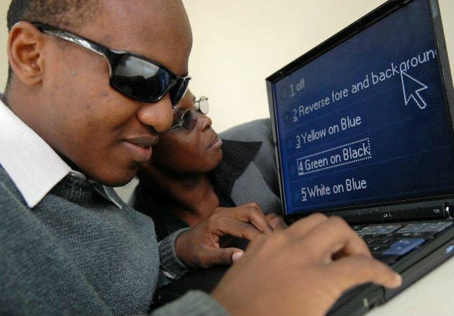 Iniciativa independente propõe tornar  GIF's e imagens acessíveis a  pessoas com deficiência visual