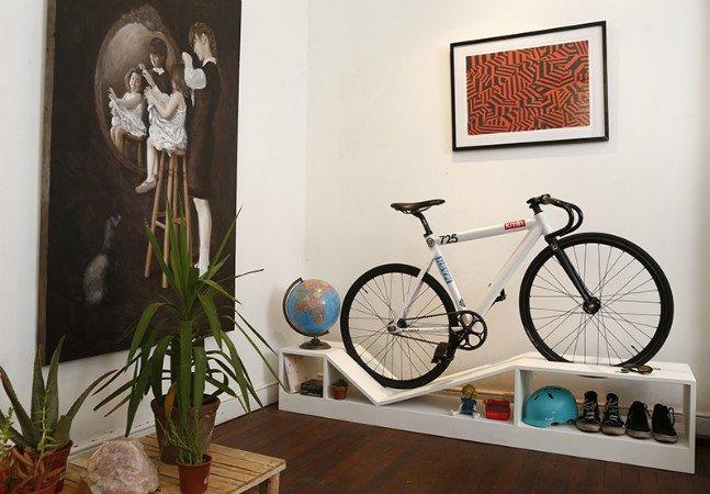 Marca faz sucesso ao criar linha de móveis elegante para apaixonados por bikes