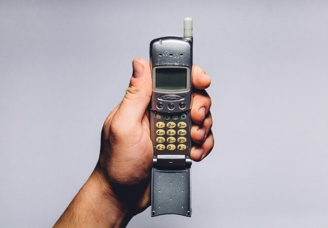 Entenda porque algumas pessoas  estão trocando seus smartphones pelos bons e velhos analógicos