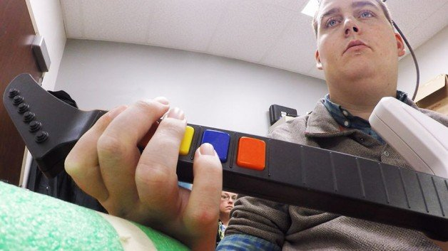 paralyzed-man-moves-hand-after-5-years-12