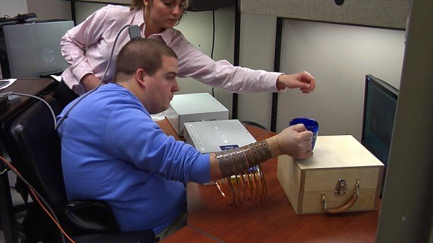 paralyzed-man-moves-hand-after-5-years-2