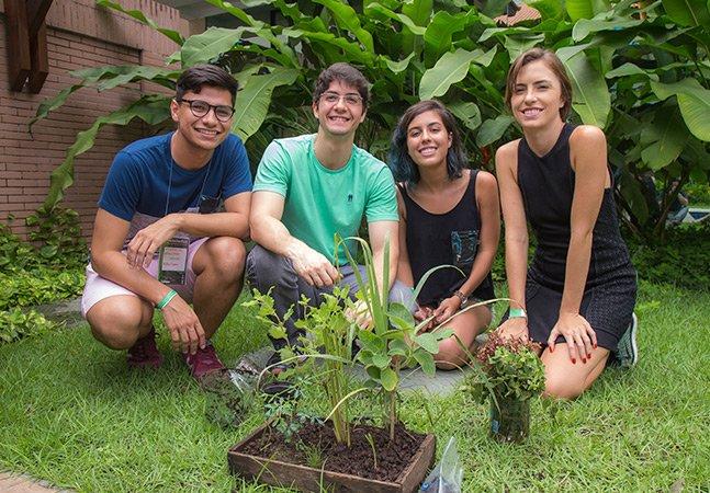 Estudantes brasileiros criam sistema de sementes e sensores que te ajuda a manter uma horta
