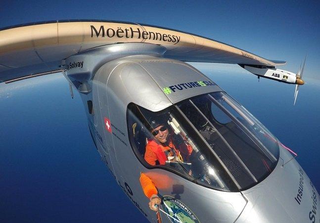 Avião movido a energia solar atravessa Oceano Pacífico, a parte mais perigosa da volta ao mundo