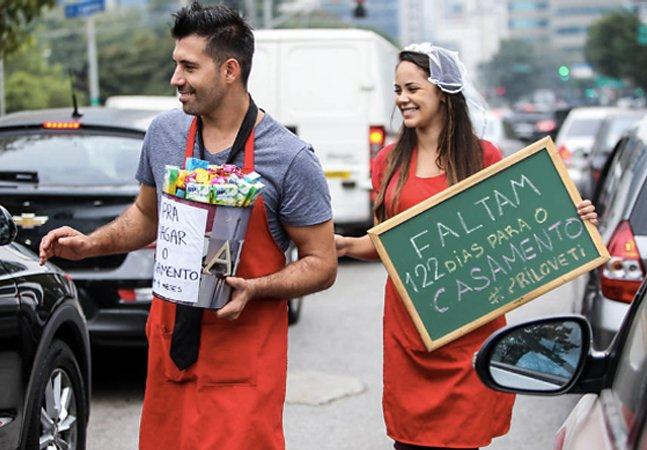 Casal vende bombons  no Parque do Povo para bancar casamento