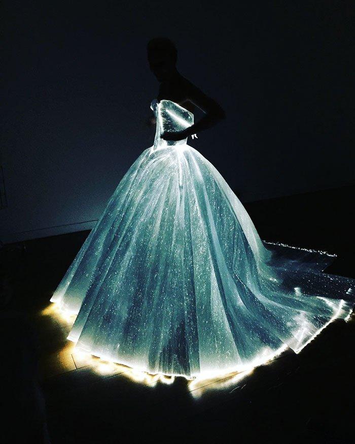 GlowingDress1