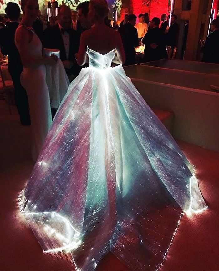 GlowingDress5