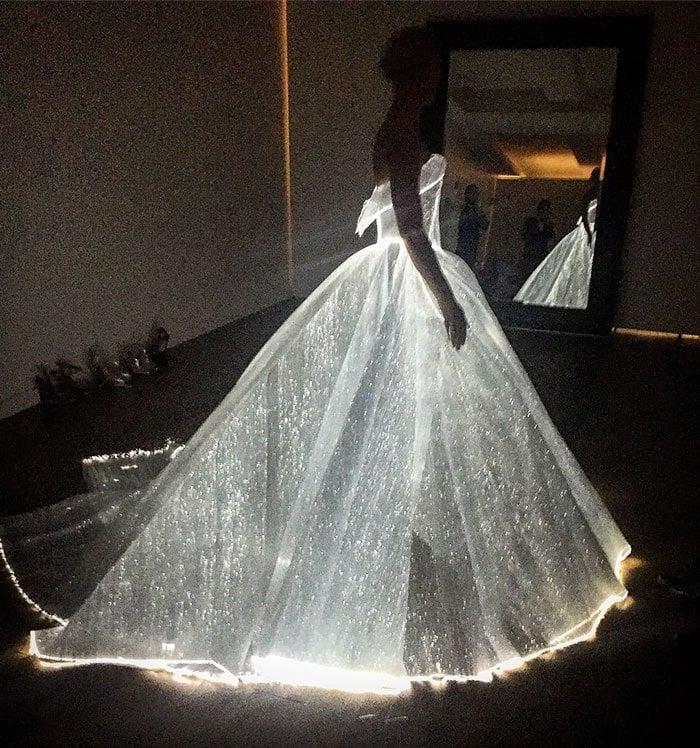 GlowingDress6