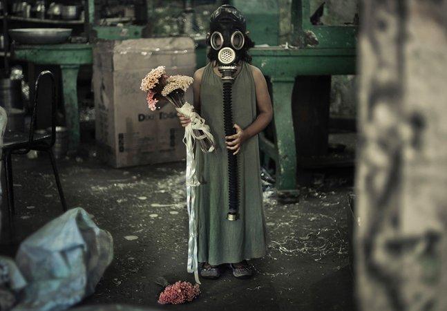 Artista brasileira retrata o feminino e a  violência sexual por meio de ensaios  fotograficos, vídeos e pinturas impactantes