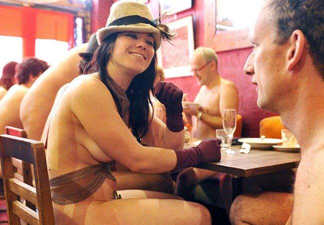 Tudo natural: Londres ganha restaurante nudista para que pessoas se libertem do mundo moderno