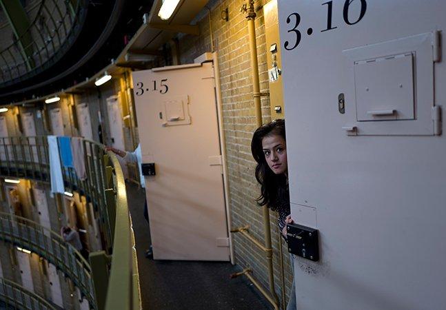 Devido ao baixo número de crimes, estas prisões na Holanda estão virando abrigos pra refugiados