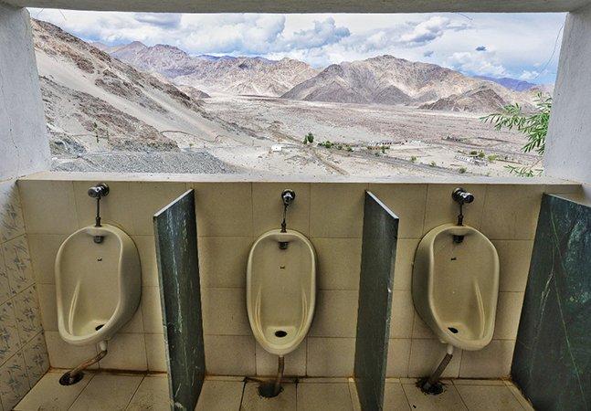 Na neve, na selva ou na montanha: livro surpreendente registra os banheiros mais incríveis do mundo