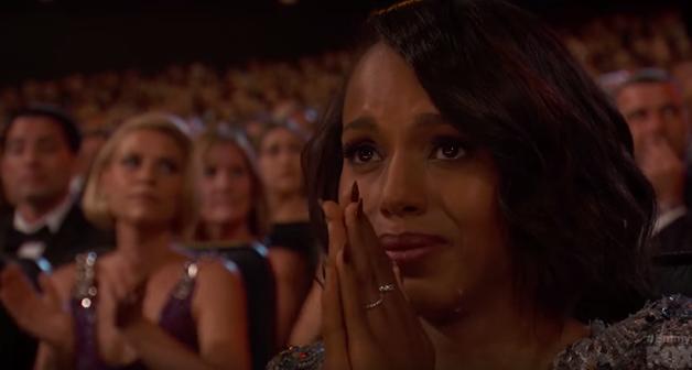 Kerry comovida diante do discurso de Viola no Emmy