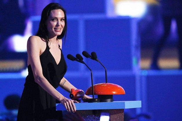 ACTRESS ANGELINA JOLIE ACCEPTS THE BEST VILLAIN AWARD AT THE 2015 KIDS' CHOICE AWARDS IN LOS ANGELES