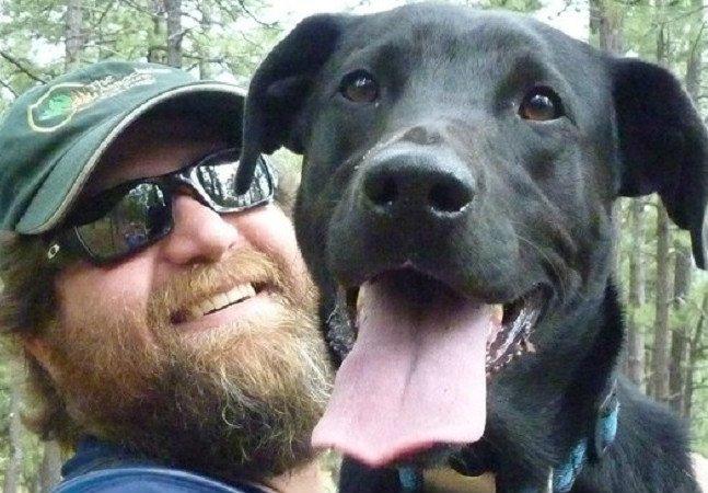 Este cão salvou a vida de um desconhecido durante sua 'voltinha do xixi'