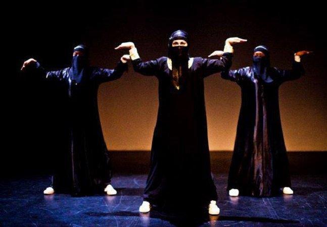 Grupo de mulheres muçulmanas  quebra tabus e dança hip-hop  com véu e tudo