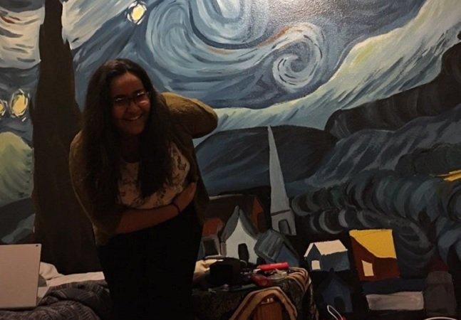 Menina de 12 anos impressiona ao reproduzir tela de Van Gogh com maestria no quarto do irmão