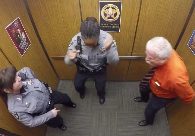 O que esse policial fez pra celebrar seu último dia de trabalho vai deixar seu dia mais alegre