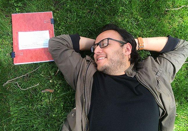 Estudante cria ensaio fotográfico romântico (e divertido!) para se despedir de sua tese