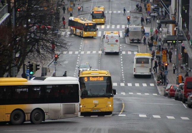 Cidade finlandesa oferece cartão de  viagens com € 20 grátis a motoristas que optam por transporte público